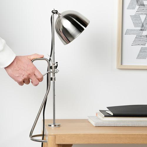 RÅVAROR Lámpara de mesa con pinza
