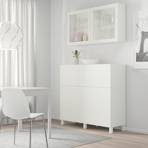 BESTÅ mueble salón con 2 cajones y 2 puertas y un armario suspendido a la pared con 2 puertas de cristal