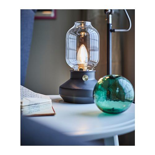 TÄRNABY lámpara de mesa