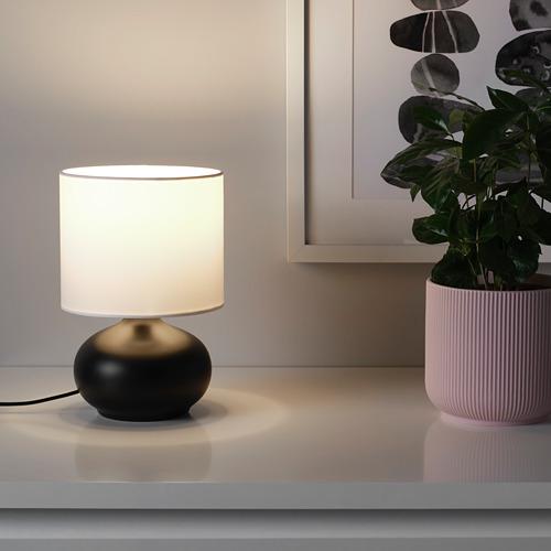 TVÄRFOT lámpara de mesa