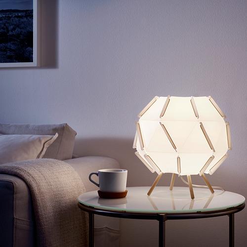 SJÖPENNA lámpara de mesa