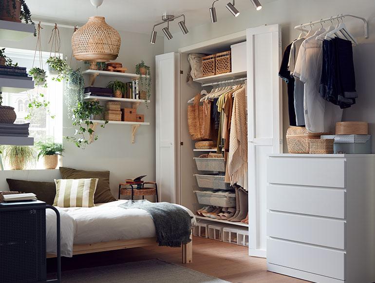 Un dormitorio donde todo está en su sitio