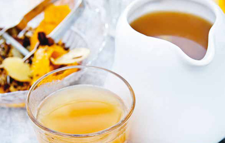 Hot cider with liquorice and spices